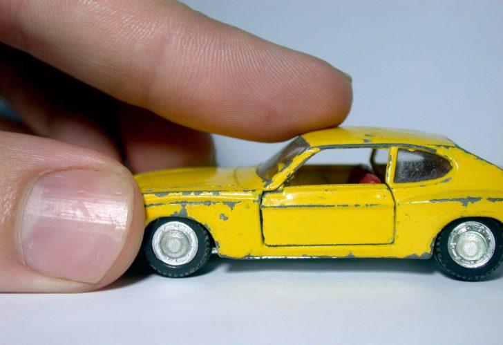 黄色タクシー車